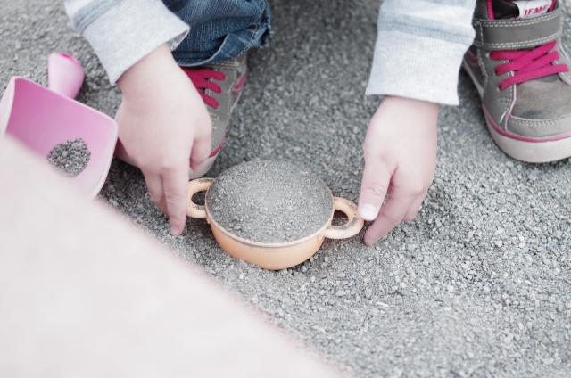 子どもと砂